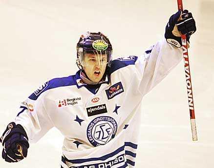Mikael Karlberg missar jättematchen på grund av en knäskada.