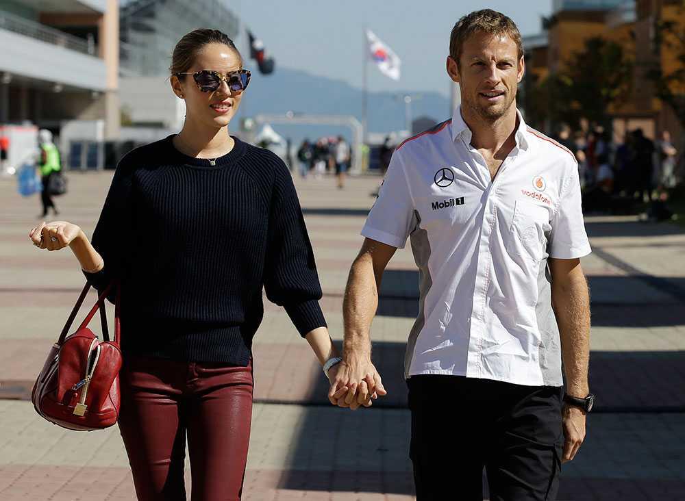 Jessica Michibata och Jenson Button under Koreas GP
