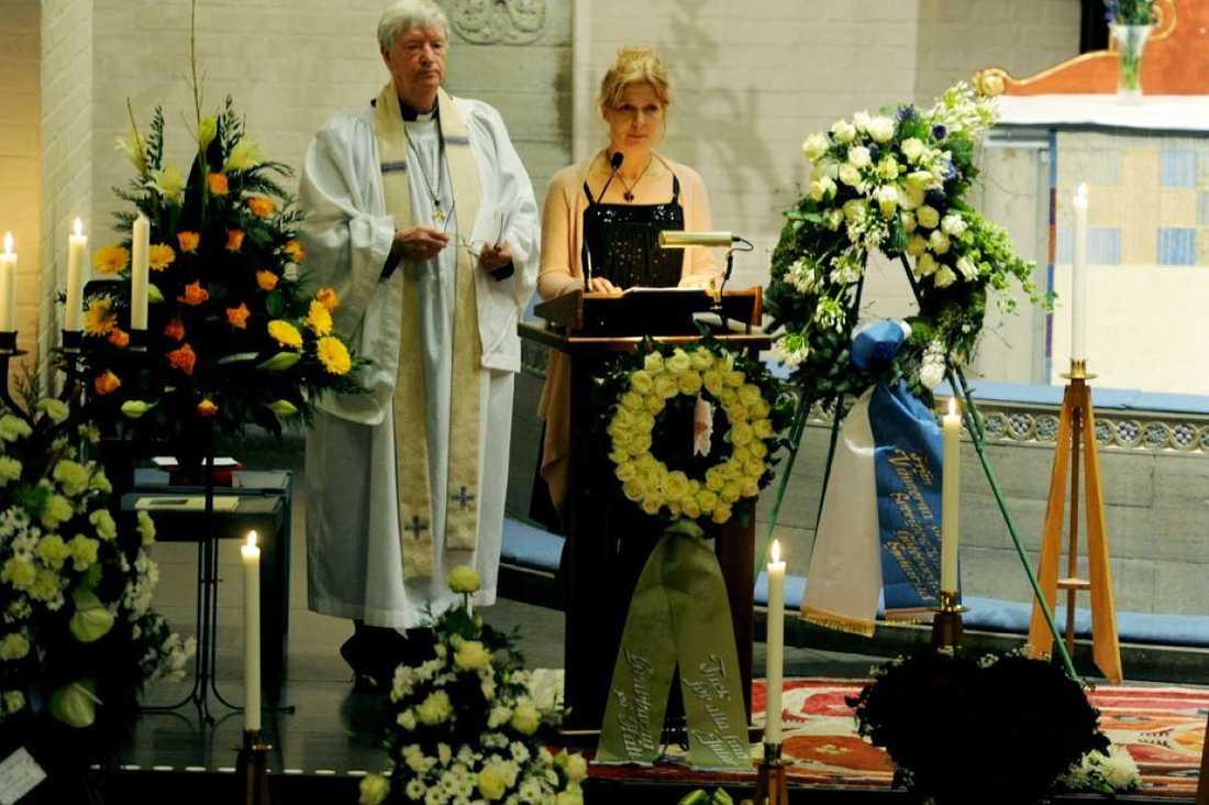 Lasse Brandebys dotter Anna Brandeby Harström och prästen Sten Edgar Staxäng.