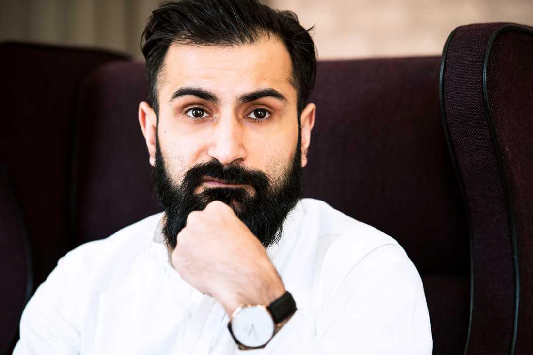 """Hanif Bali – """"Årets twitterkomet"""", riksdagsledamot, sociala medier-utbildare och medlem av Moderaternas partistyrelse."""