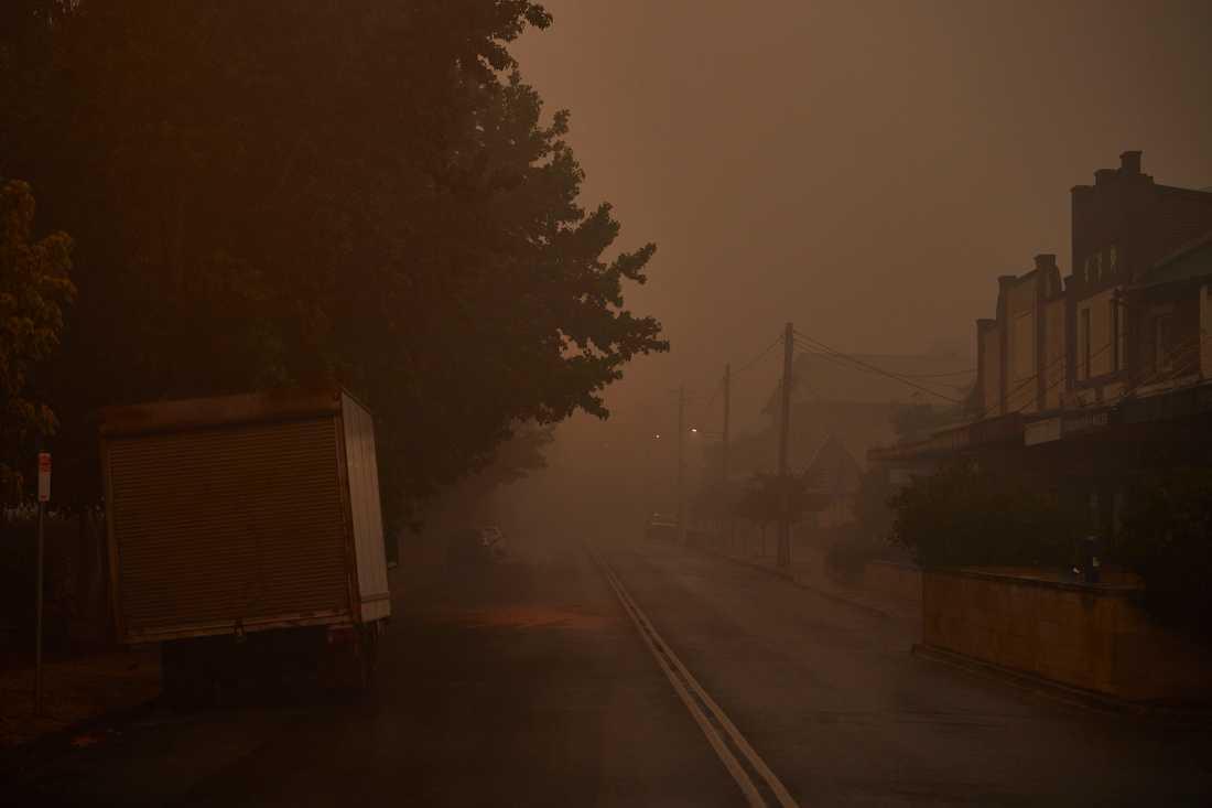 Sikten är ytterst begränsad i Bundanoon där de boende tvingats evakuera. Staden är som en spökstad.