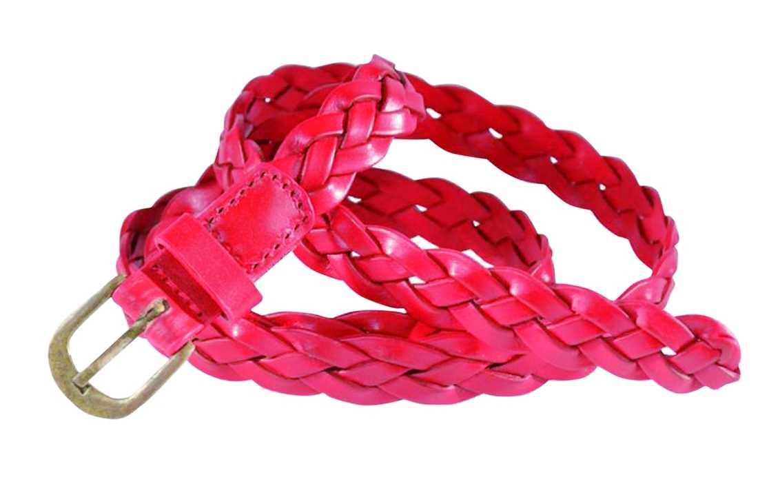 Hotta upp din svarta vintergarderob med ett nytt färgglatt skärp. Det här klarröda, flätade kostar 179 kronor på www.halens.se