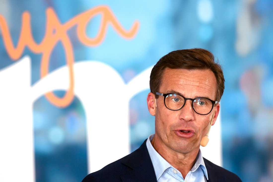 Moderatledaren Ulf Kristersson talar i Strängnäs.