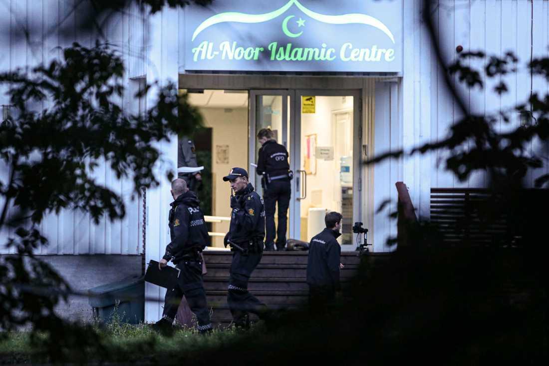 Moskén Al-Noor Islamic Centre i Bæreum, Norge där misstänkte terroristen Philip Manshaus tog sig in.