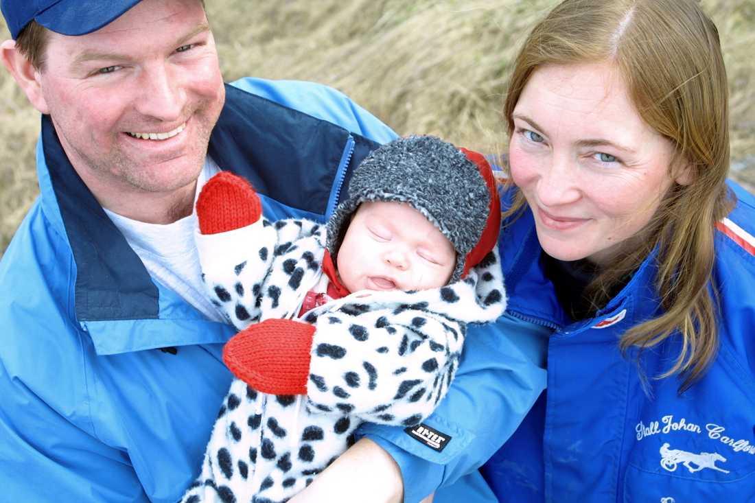Johan Carlfjord, dottern Astrid och frun Pernilla från 2002.