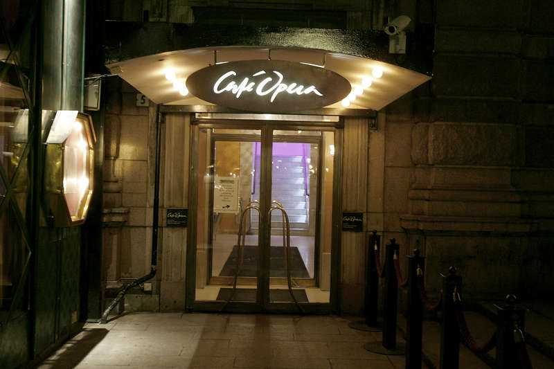 Fick jobb på innekrog  Tord Magnuson fixade ett arbete åt 19-åringen på Café Operas bakficka.