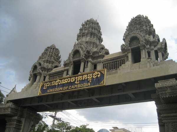 Sen eftermiddag, gränsövergången mellan Thailand och Kambodja.