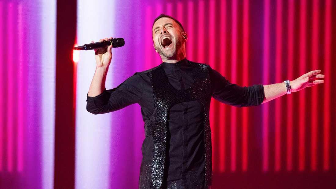 Måns Zelmerlöw gör en mellanakt i Eurovision-finalen i Tel Aviv.