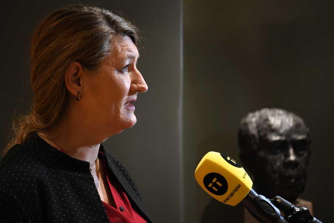 LO-ordföranden Susanna Gideonsson kommenterar las-förhandlingarna på en presskonferens på fredagen.