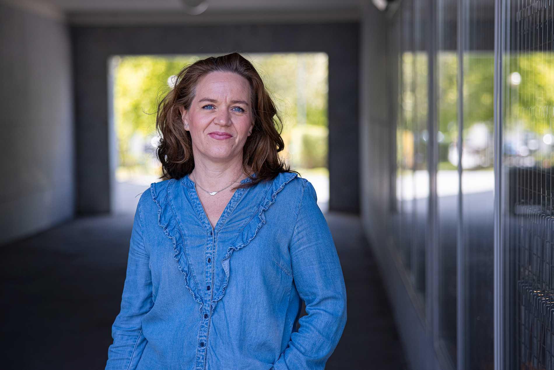 – Jag säger inte att jag har fött barn. Jag säger att de togs ut, säger Karolina Stenqvist. Båda hennes graviditeter slutade med att hon låg på intensivvården, utan att ens riktigt vara medveten om att hon fått barn.