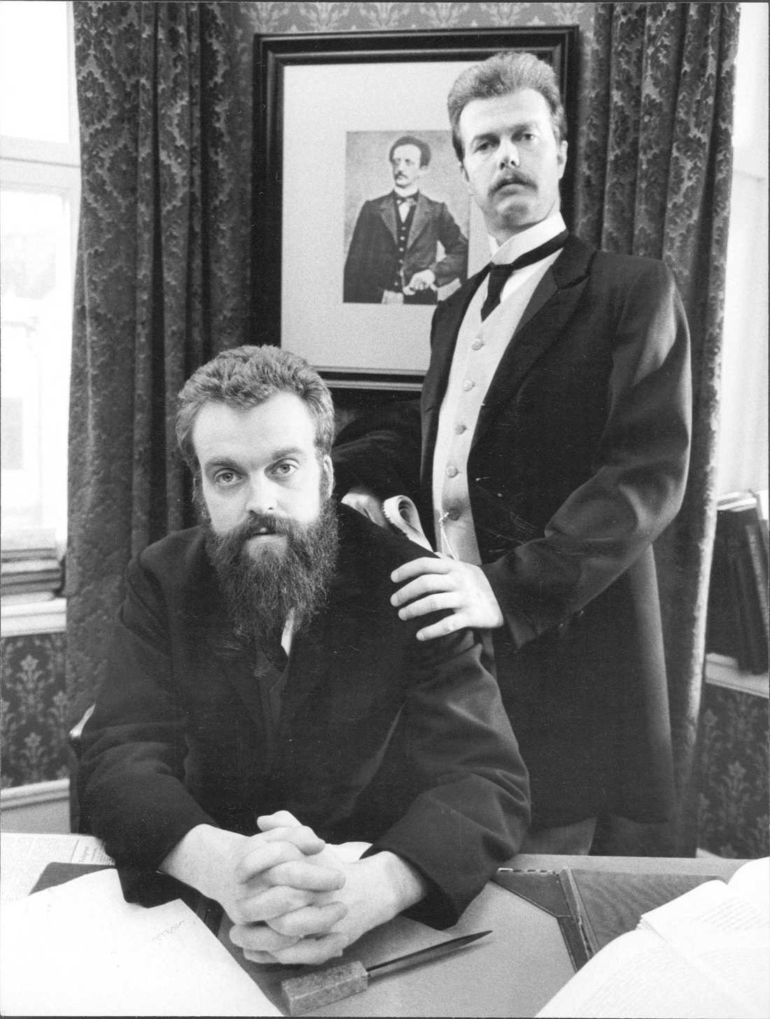 """Pierre Dahlander (till vänster), skådespelare Sverige som """"August Palm"""" och Göran Stangertz, skådespelare som """"Hjalmar Branting""""."""