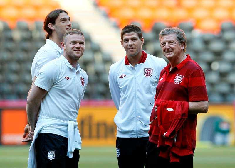 Englands förbundskapten Roy Hodgson med några av sina största profiler.