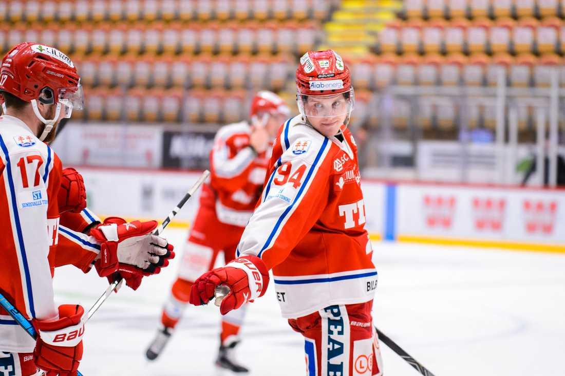 Hartmann tvingades ut på bår för Timrå.