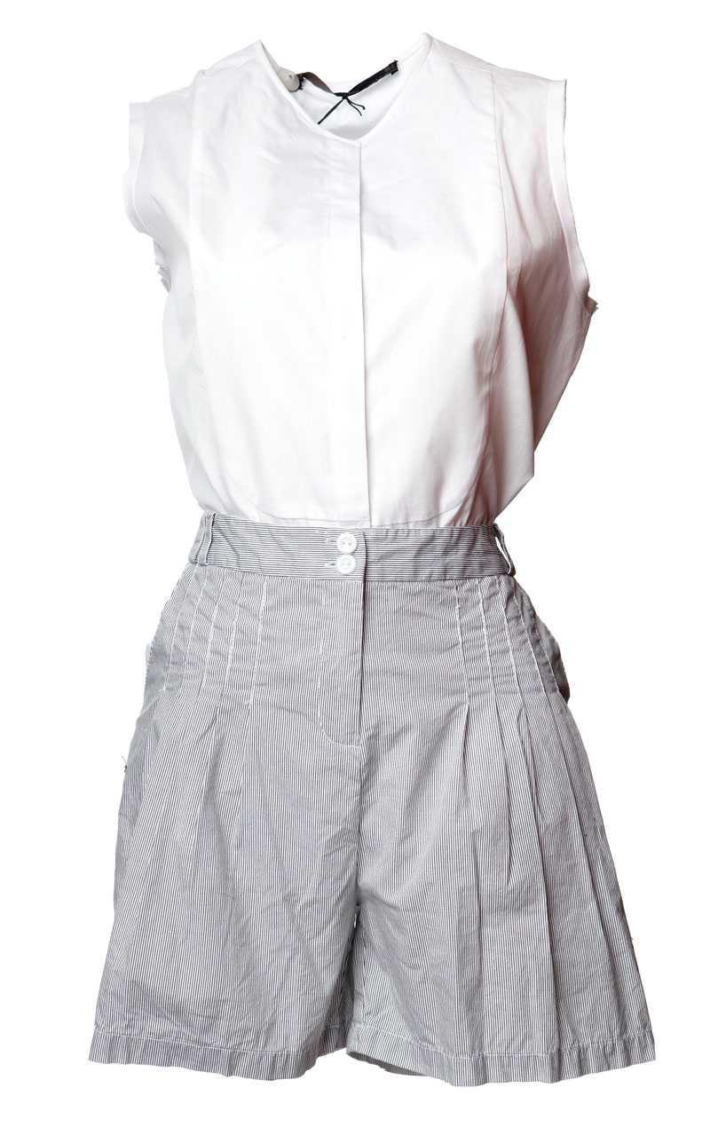 Blus, 539 kronor, Zara. Shorts, 149 kronor, Bik Bok.