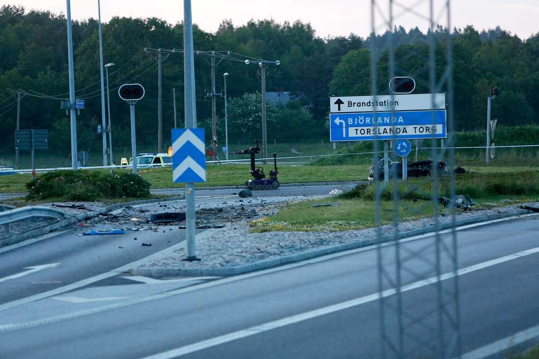 Polisen skickade en bombrobot till olycksplatsen.
