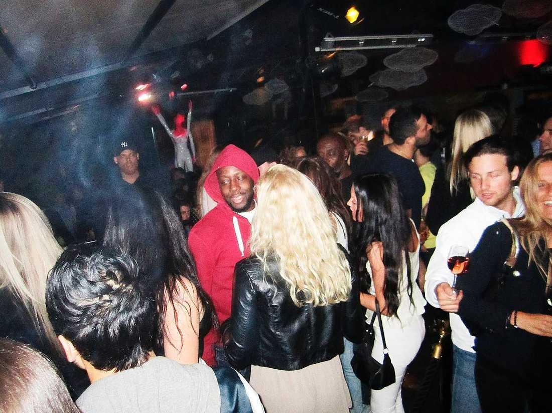 På dansgolvet Wyclef Jean uppträder i Örebro i kväll. Men natten till i dag tillbringade han på Café Opera.