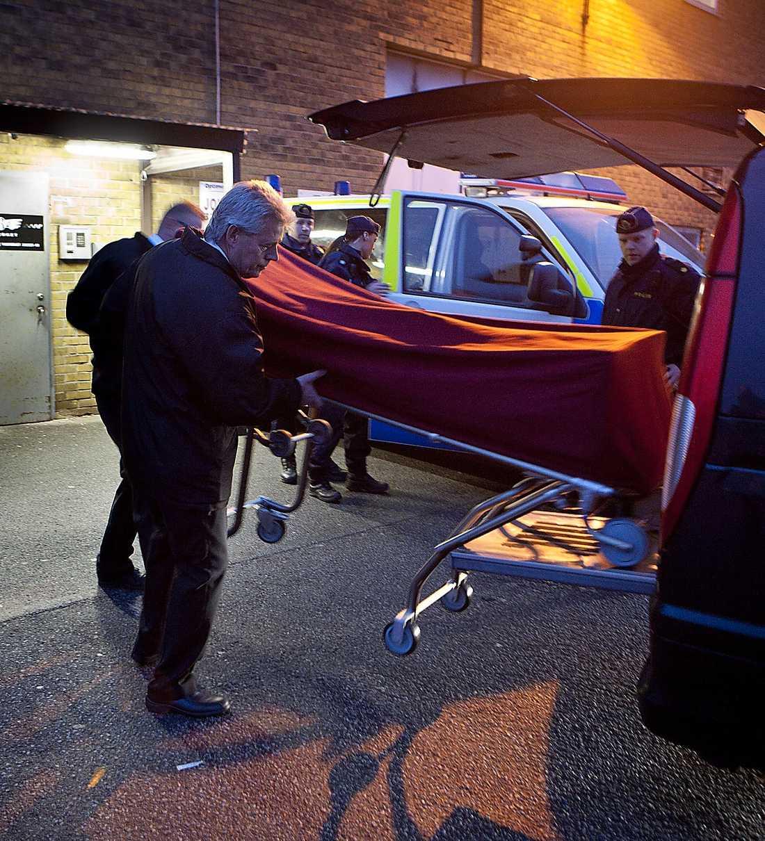 Brödraskapet Wolfpacks ledare Alex Ghara Mohammidi sköts ihjäl inne på en taxifirma i Malmö den 24 november i år.