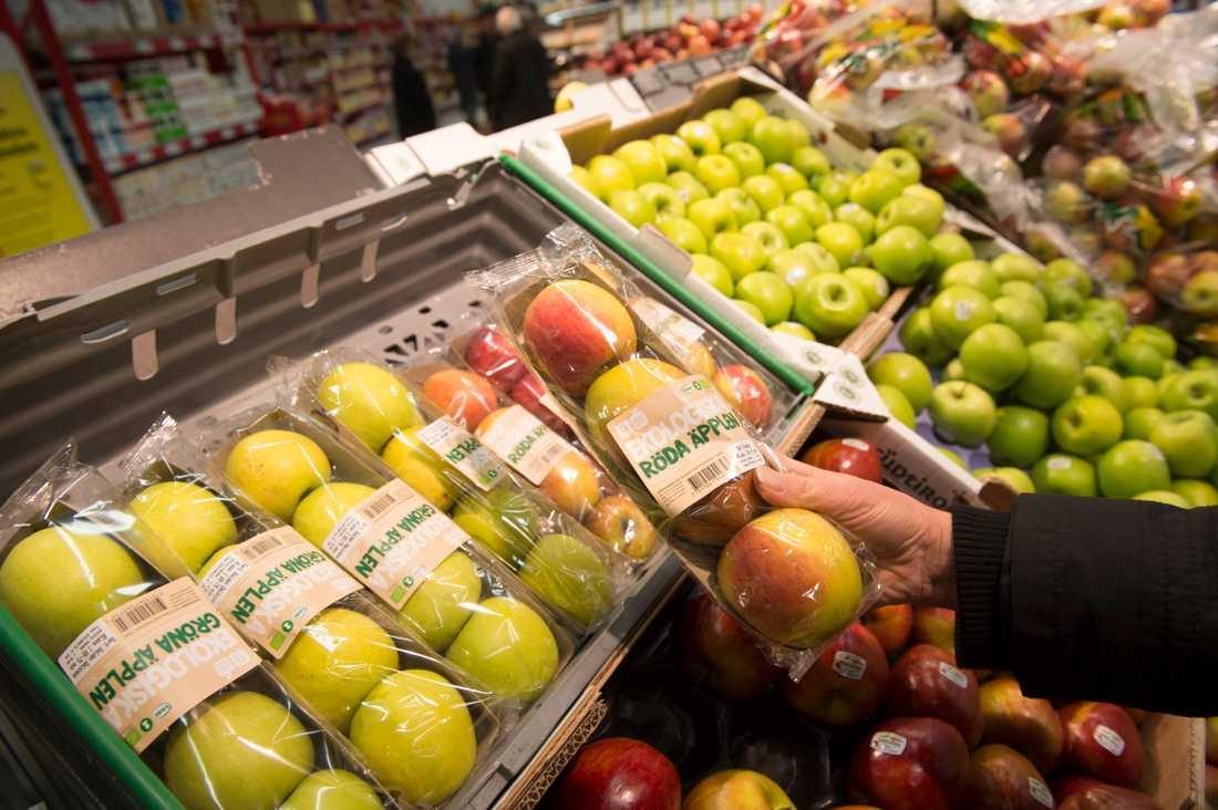 Stängda gränser i Sveriges närområde har inte påverkat tillgången till matvaror i butikerna, försäkrar branschen. Arkivbild.