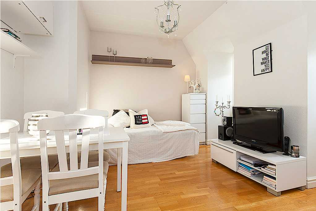Lägenhet på Larmgatan 10 i Kalmar på 25,1 kvadratmeter. Säljs för 930 000 kronor eller högsbjudande. Säljs via Länsförsäkringar Fastighetsförmedling.