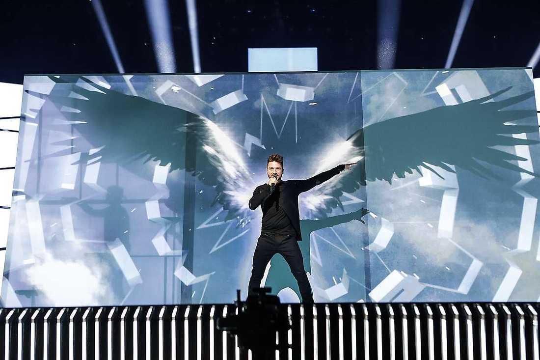 """Rysslands nummer med favorittippade Sergey Lazarev har tydligt inspirerats av förra årets Eurovision-vinnare: Måns Zelmerlöw. """"Det framträdandet var fantastiskt och alla älskade det"""", säger Sergey."""