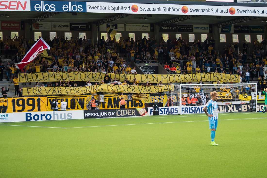 Elfsborgs supportrar med banderoll