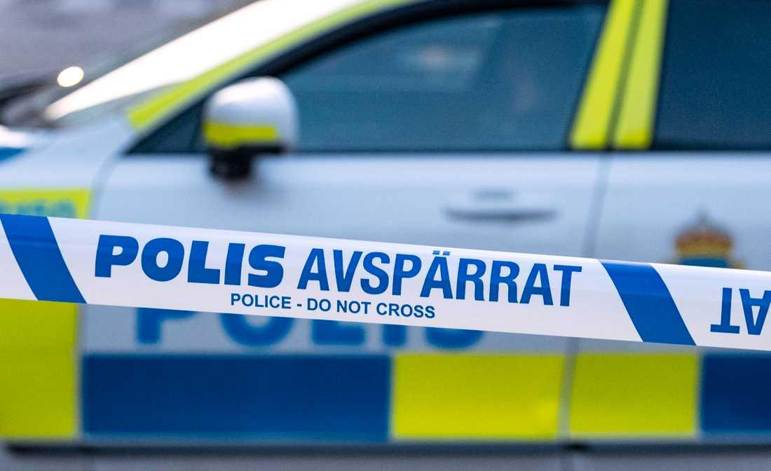 Polisen spärrade av platsen efter fyndet. Arkivbild.