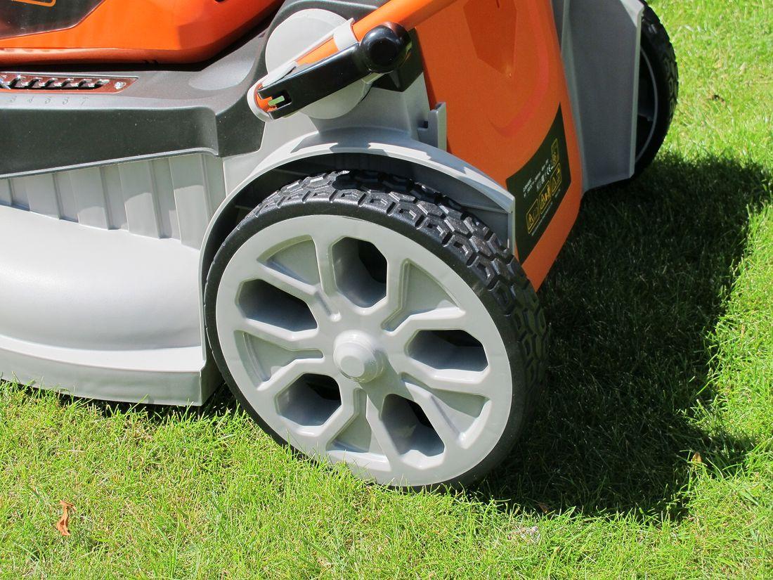 Test: Batteridrivna gräsklippare – budgetköpet spöar dyra märket ...