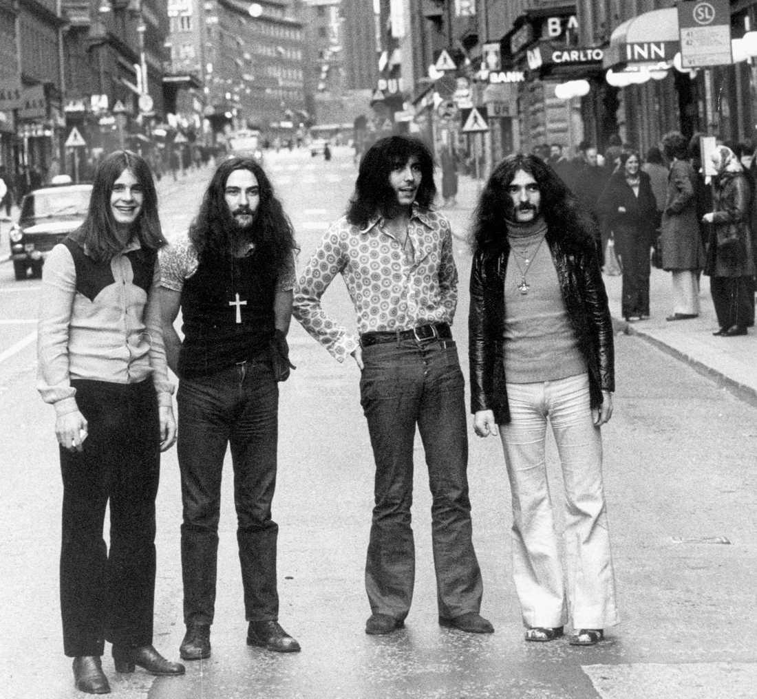 Black Sabbath – Ozzy Osbourne, Bill Ward, Tony Iommi och Geezer Butler – på Kungsgatan i Stockholm den 19 april 1971.