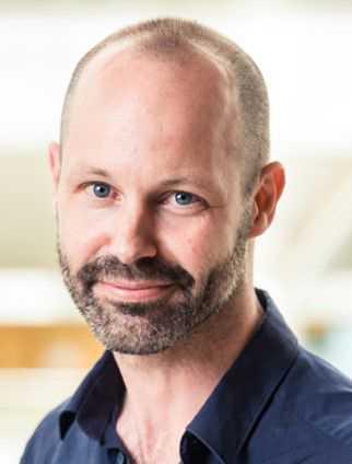 Olof Hertting, biträdande överläkare på infektion på Astrid Lindgrens barnsjukhus, har behandlat många barn som hastigt insjuknat i livshotande infektioner orsakade av bakterierna meningokocker.