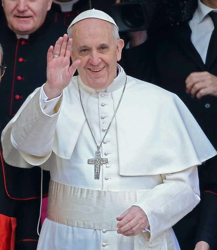 """Habemus papam"" (""vi har en påve"") Orden som presenterade den nye påven – Franciskus, 76 – efter bara en dygnslång konklav."
