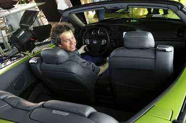 Glädjebil Aftonbladets Robert Collin provar Saabs nya cab inför bilsalongen i Genève. Han lovordar bilen som kan bli en storsäljare för det krisdrabbade företaget.