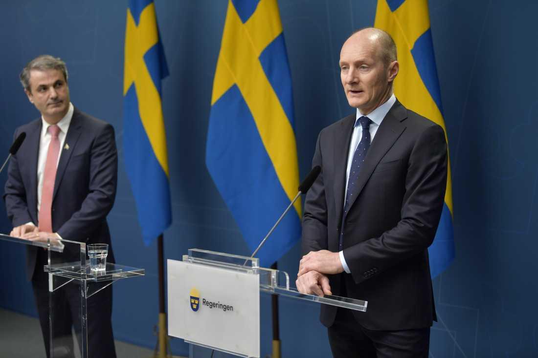 Magnus Groth, vd för hygien- och hälsobolaget Essity under en pressträff tillsammans med näringsminister Ibrahim Baylan (S).