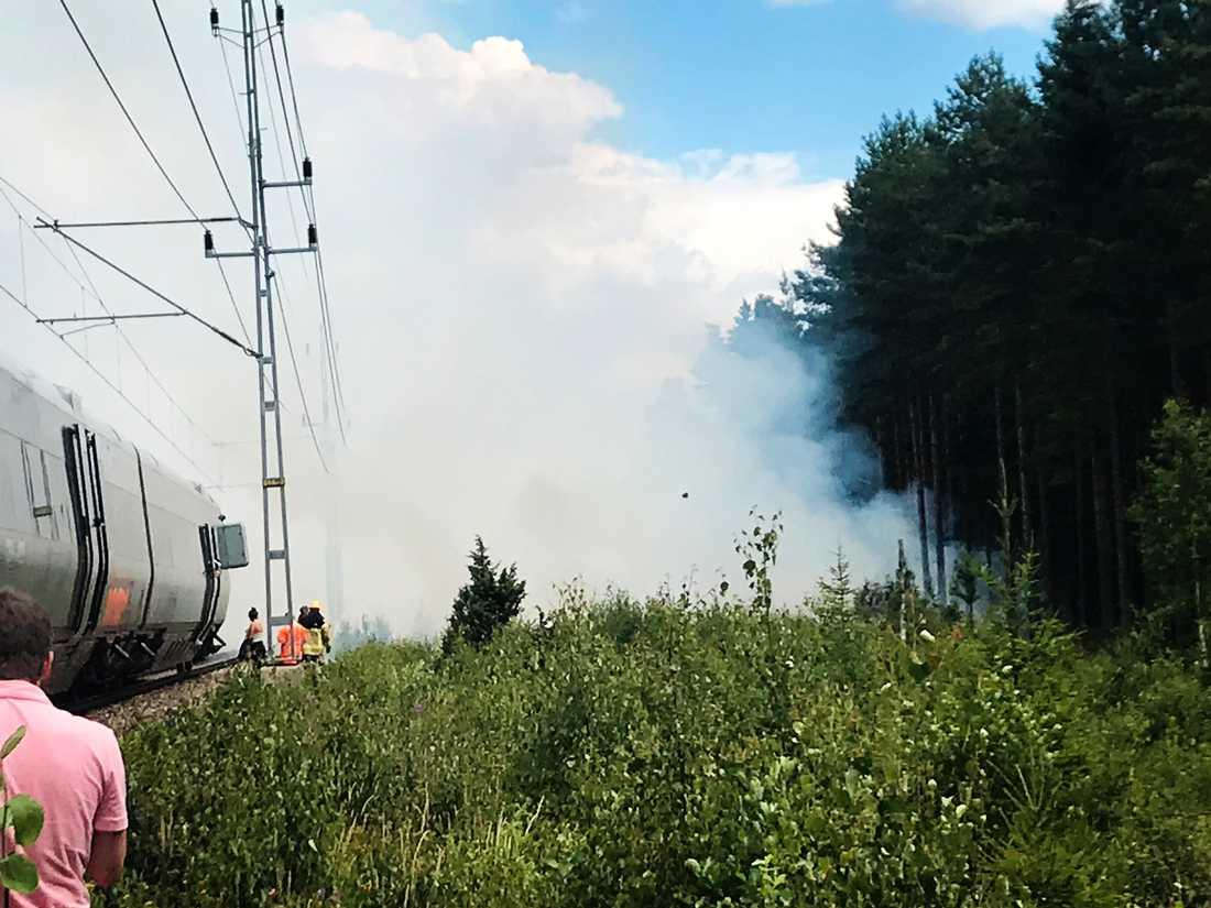 Brand i Laxå som innebär totalstopp i tågtrafiken på sträckan.