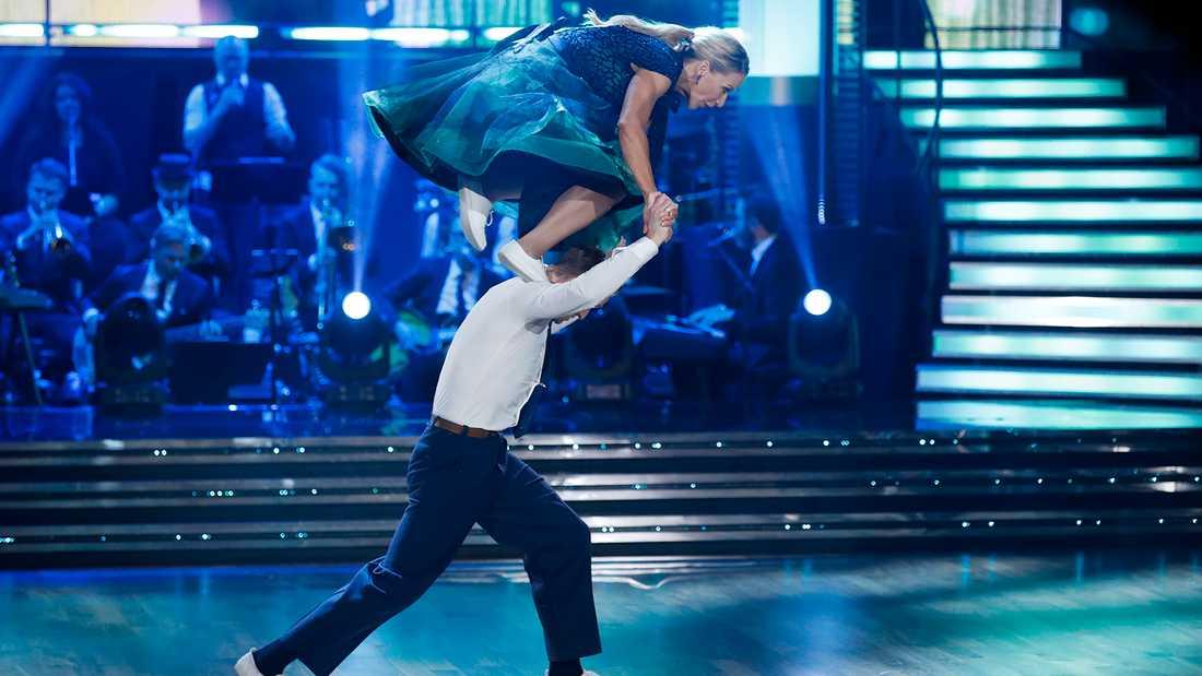 Kristin Kaspersen och Calle Sterner fick årets första fullpoängare, triss i tior, av juryn för sin boogie woogie.