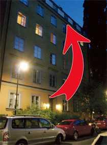 BRAND HOS EX-SAMBON Den kände debattören besökte sin exsambo och passade då på att sätta eld på hennes lägenhet. Elden började på balkongen men hann släckas innan den spred sig in i lägenheten.