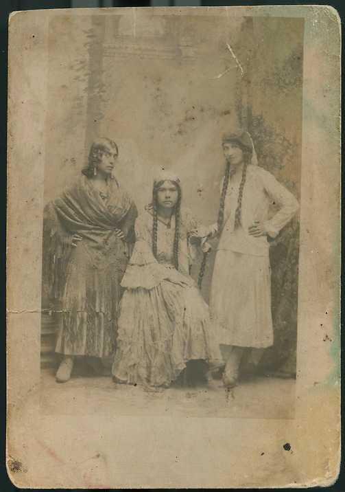 Mormor Lenka i mitten, Polen i slutet av 1920-talet.