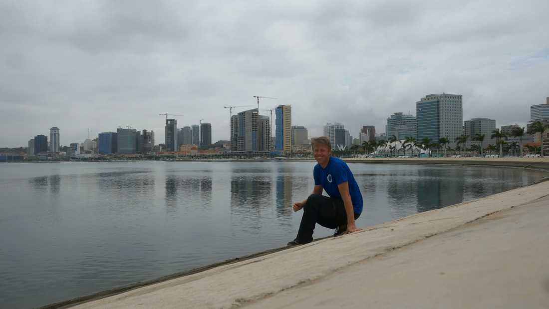 """När Gunnar reser vill han komma ut ur """"den västerländska bubblan"""". Här är han i Angola."""