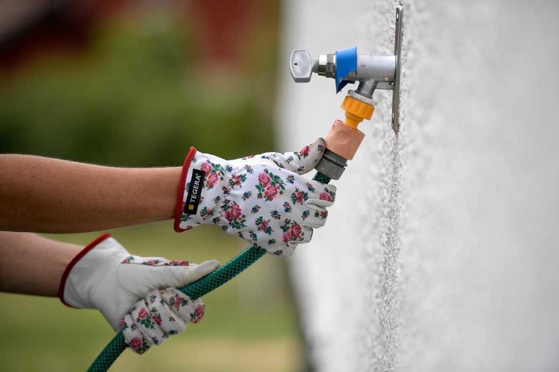 Ajabaja. Från och med 18 maj är det kommunala dricksvattnet i  första hand till för dryck, mat och hygien, meddelar kommunen som infört restriktioner