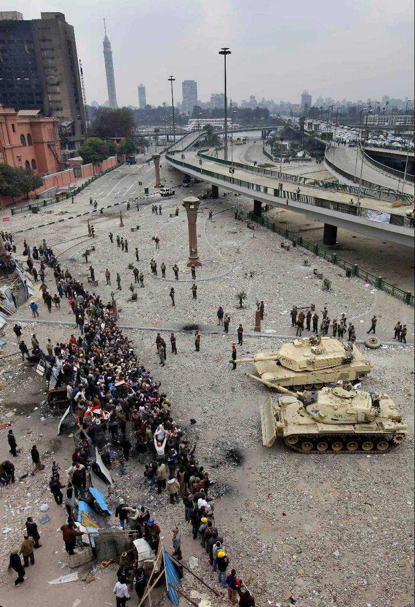 Beväpnad makthavare. De senaste åren har protester och strejker förekommit ofta i Egypten. De slås, i de flesta fall, tillbaka av den egyptiska armén.