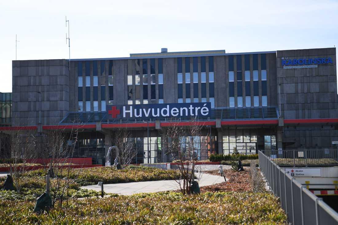 Karolinska universitetssjukhuset i Huddinge höjer beredskapen för att ta emot fler covidpatienter på intensivvårdsavdelning. Arkivbild.