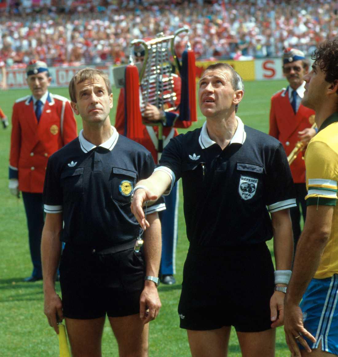 Erik Fredriksson, domare, Morten Olsen, Danmark och Ricardo i Brasiliens landslag.