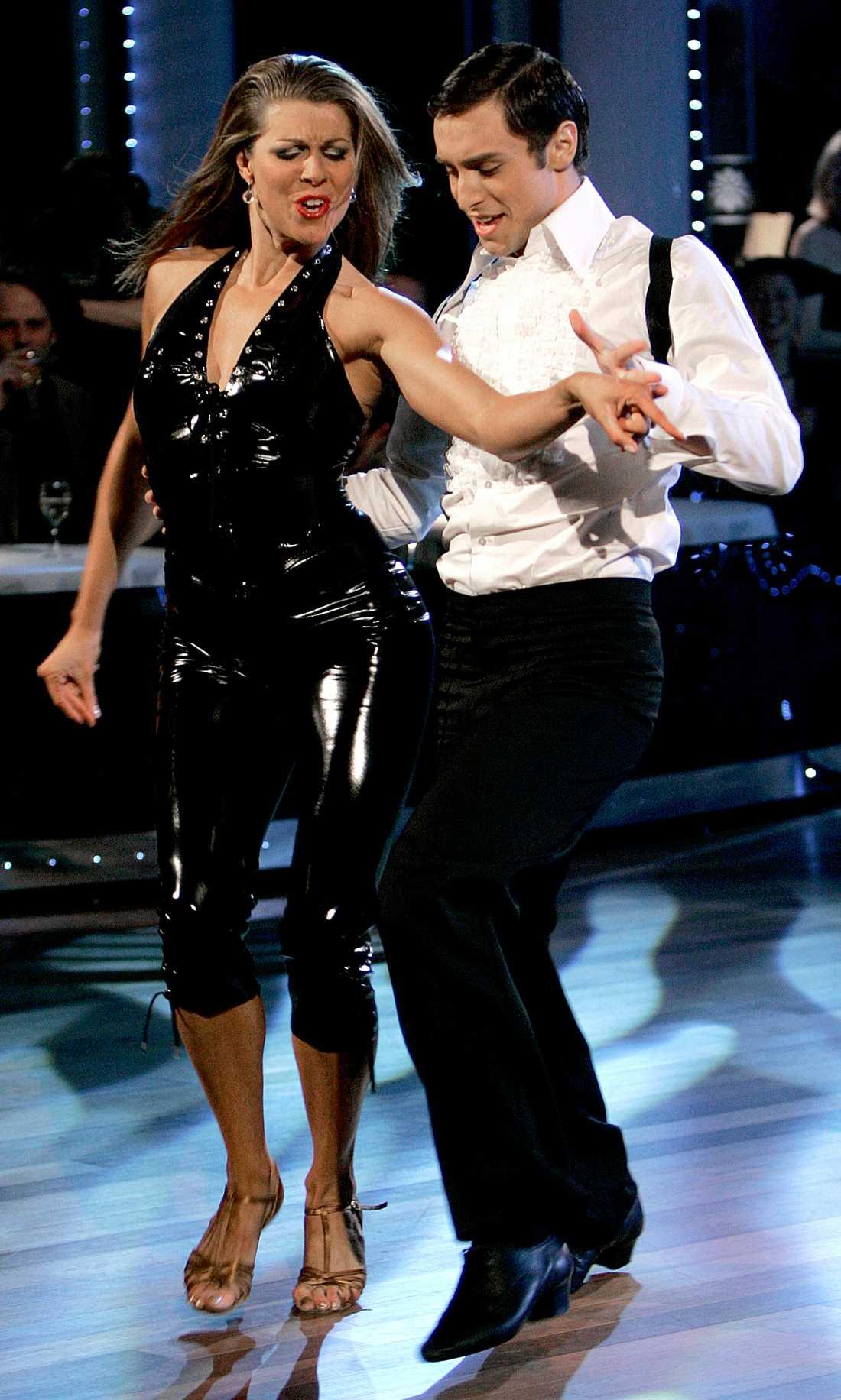"""Tillsammans med Maria Bild dansade Måns Zelmerlöw hem vinsten i """"Let's Dance"""" 2006."""