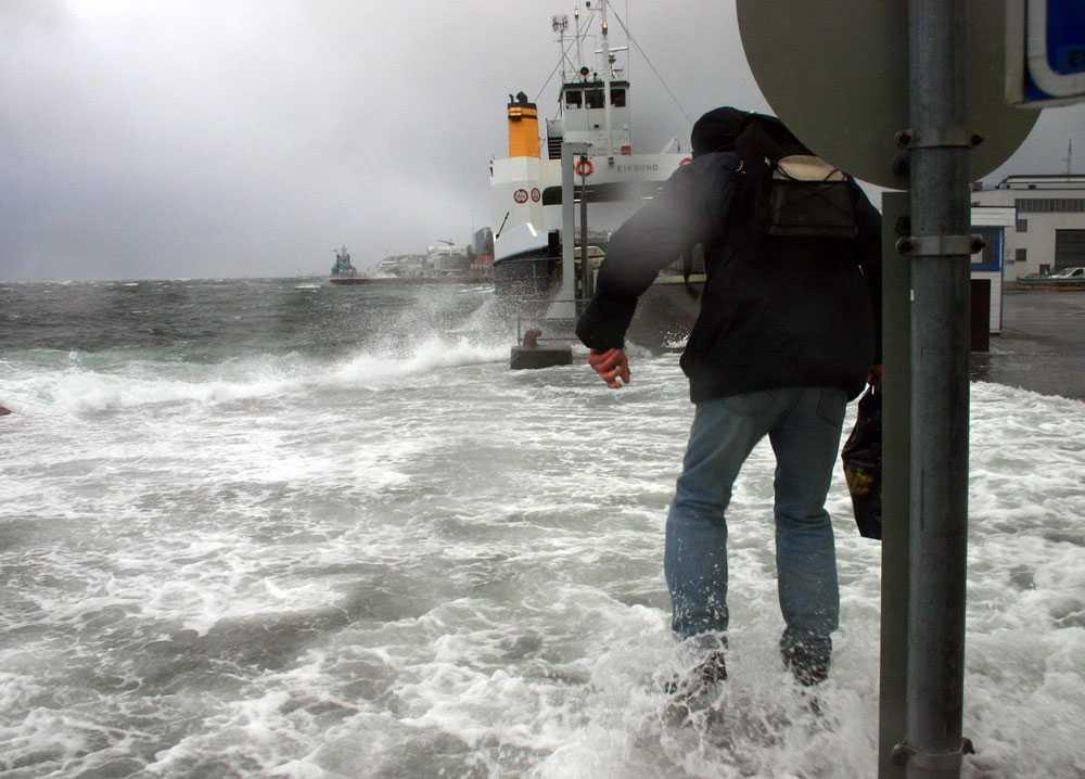 Stormen Berit har döpts av de norska meteorologerna. På fredag ska den dra upp över den norska kusten och sedan fortsätta in över Sverige. Den här stormbilden togs i Molde, Norge, 2008.