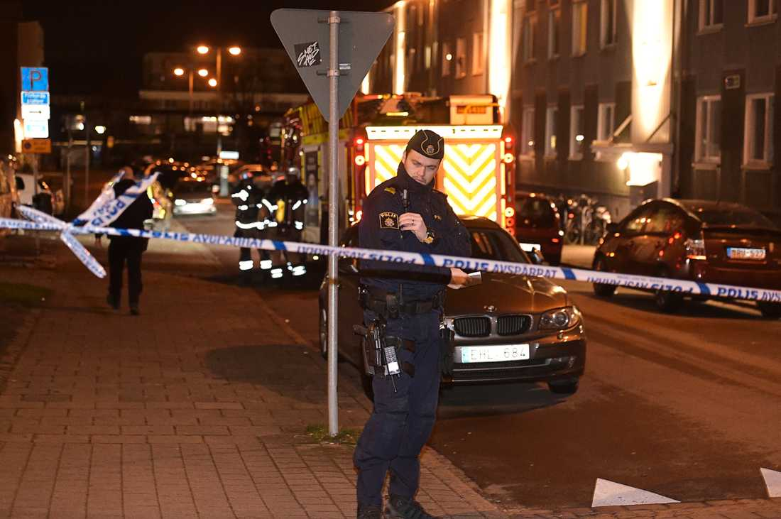 Polis på plats efter detonationen.
