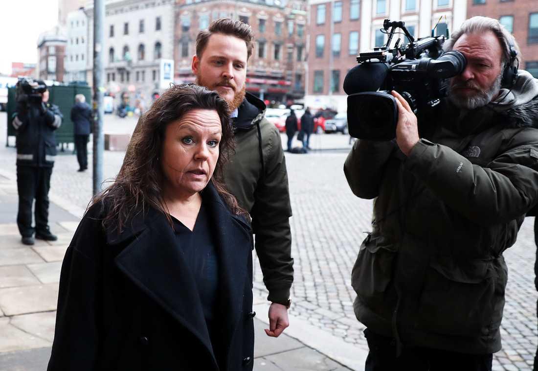Peter Madsens advokat  Betina Hald Engmark anländer till måndagens rättegång mot Peter Madsen.