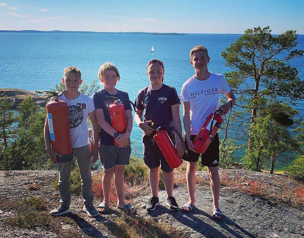Fabian, Hugo, Albin och Emil agerade blixtsnabbt och släckte en brand på Utö.