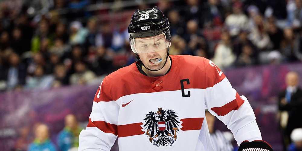 Österrikes lagkapten Thomas Vanek var en av spelarna som festade inför åttondelen.