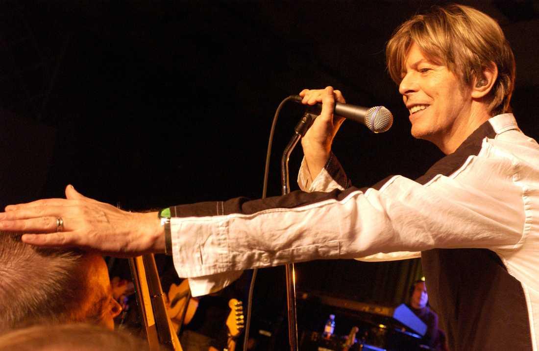 """En inspelning av ett mytomspunnet liveframförande av """"Cosmic dancer"""" av T-Rex med David Bowie och Morrissey släpps under november. Arkivbild."""