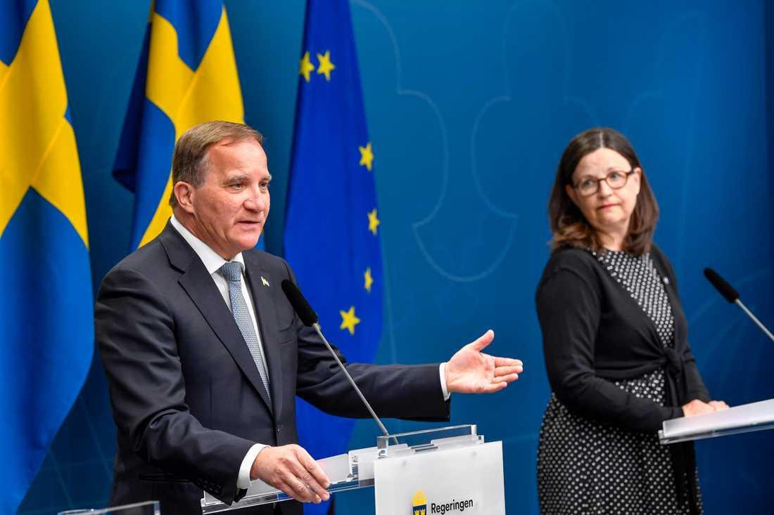 Statsminister Stefan Löfven (S) och utbildningsminister Anna Ekström (S) meddelar att skolorna kan öppna igen från i mitten av juni.
