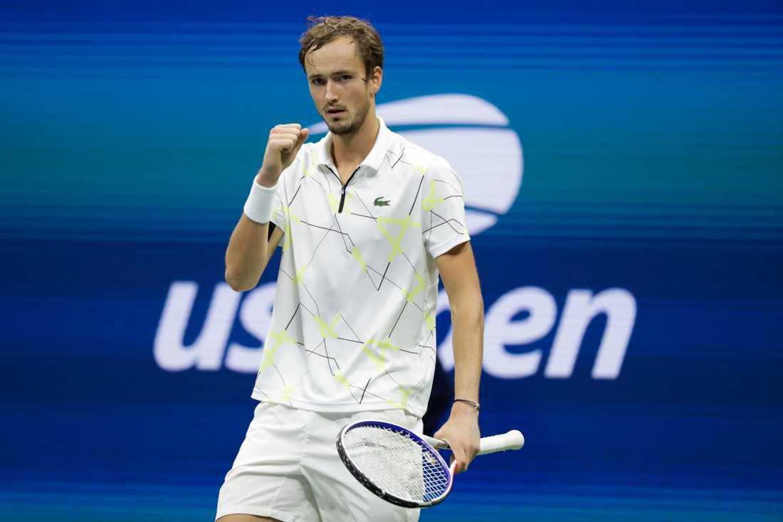 Daniil Medvedev knyter näven efter en vunnen poäng mot Grigor Dimitrov.